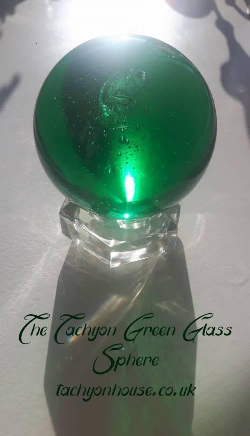 Tachyon Glass Sphere 80 mm, green - Bild vergrößern