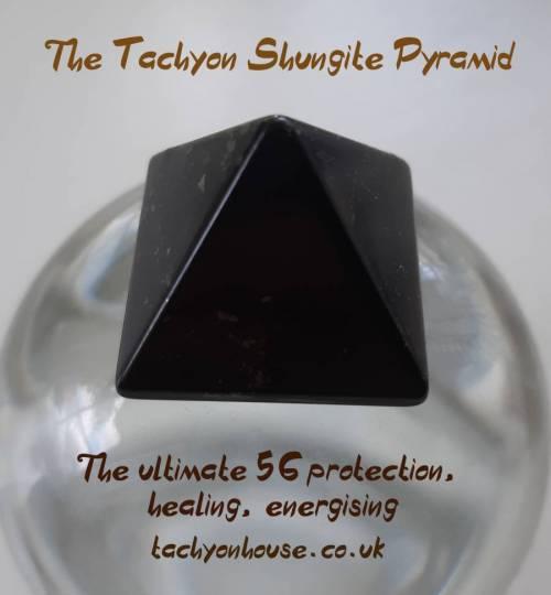 Tachyon Glass Pyramid, black, Shungite Stone - Bild vergrößern